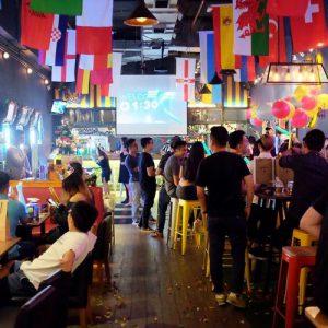 máy chiếu quán bar